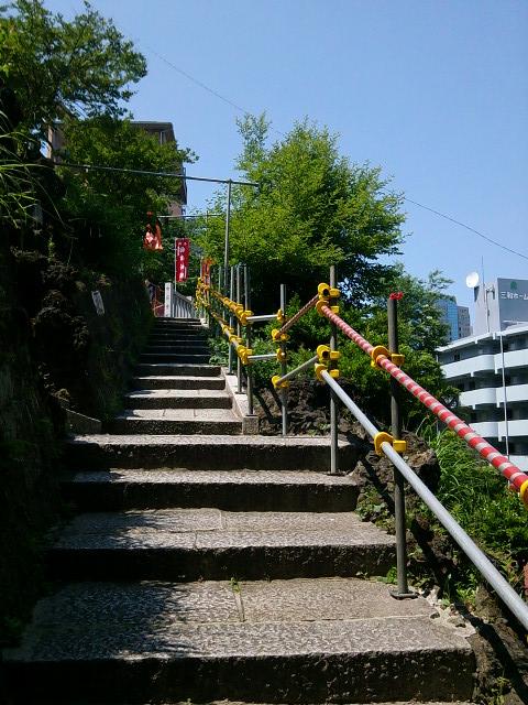 成田山横浜別院の階段