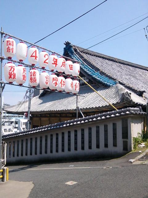 成田山横浜別院の上の入り口