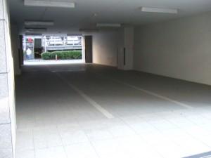 タクエー様本社駐車場